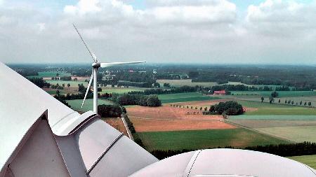 Blick aus 98 m Höhe vom Windrad