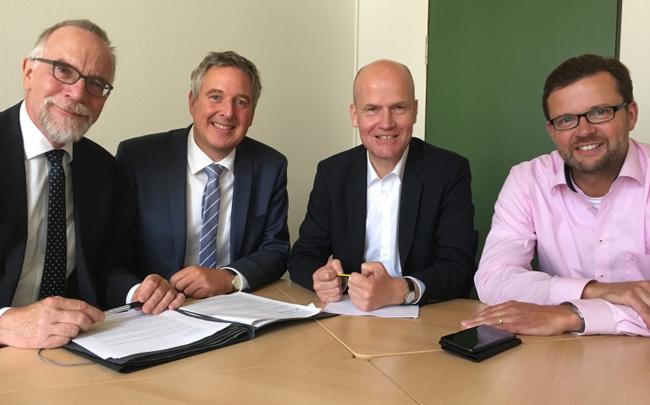 v. l. Bildungsdezernent Jochen Martensmeier, Bürgermeister Henning Schulz, Ralph Brinkhaus MdB, Raphael Tigges  MdL