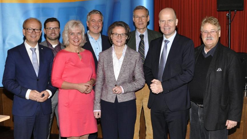 Viele prominente Gäste beim Tag der CDU (v.l.): André Kuper, Raphael Tigges, Angelika Wensing, Henning Schulz, Ina Scharrenbach, Sven-Georg Adenauer, Ralph Brinkhaus und Elmar Brok.