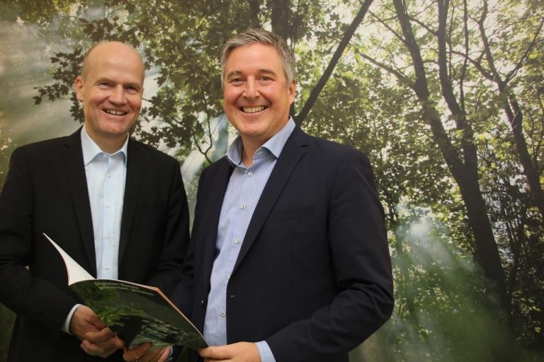 Ralph Brinkhaus MdB und Bürgermeister Henning Schulz freuen sich über die Förderung einer innovativen Idee aus Gütersloh