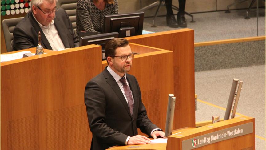 Raphael Tigges MdL im Parlament