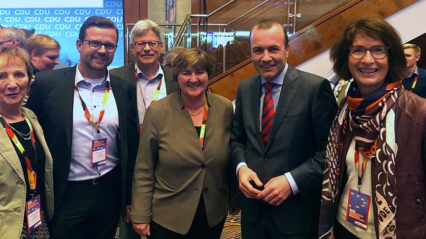 Die Gütersloher Delegierten mit EVP Spitzenkandidat Manfred Weber auf dem Landesparteitag