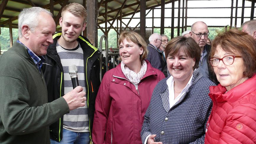 v. l.: Familie Gerling, Birgit Ernst und Elisabeth Witte (Vorsitzende CDU-Agrarausschuss)