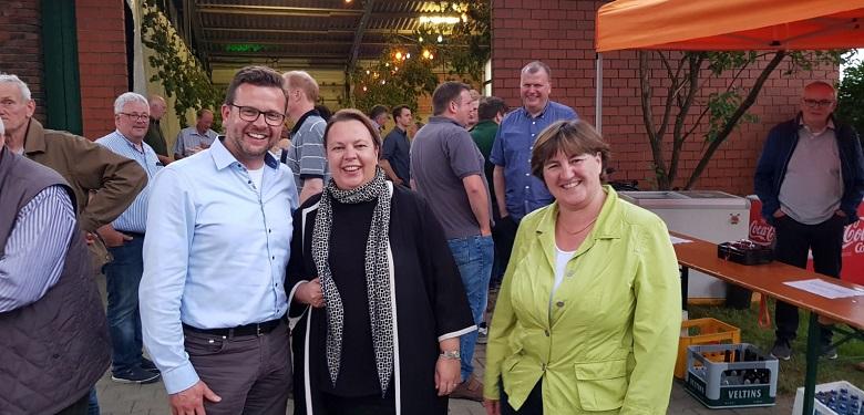 v.l. Raphael Tigges MdL, Landwirtschaftsministerin Ursula Heinen-Esser, CDU-Fraktionsvorsitzende Birgit Ernst