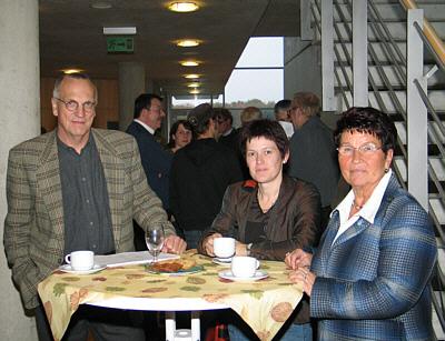 Kreisdirektor Christian Jung, Referentin Dr. Sabine Wagenblass vom LWL-Landesjugendamt und Elisabeth Buschsieweke, Vorsitzende des Jugendhilfeausschusses des Kreises