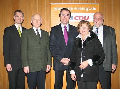 Über die Globalisierung sprachen (v.l.) Dr. Michael Brinkmeier MdL, Hubert Deittert MdB, Unternehmer Clemens Tönnies, Ursula Doppmeier MdL und der CDU-Kreisvorsitzende Ludger Kaup