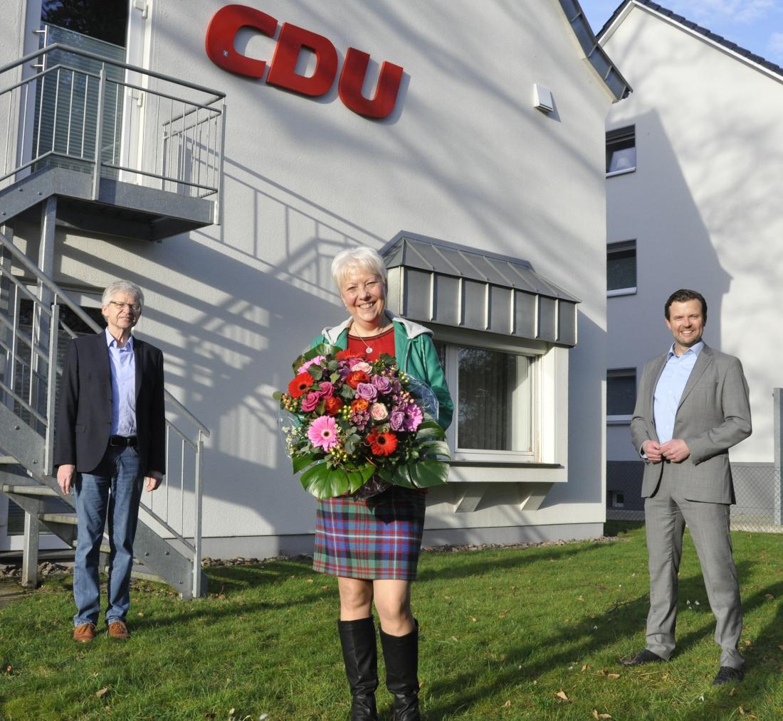 Kreisgeschäftsführer Hubert Kleinemeier, Ingrid Beyer und der Landtagsabgeordnete und CDU-Kreisvorsitzende Raphael Tigges (v.l.).