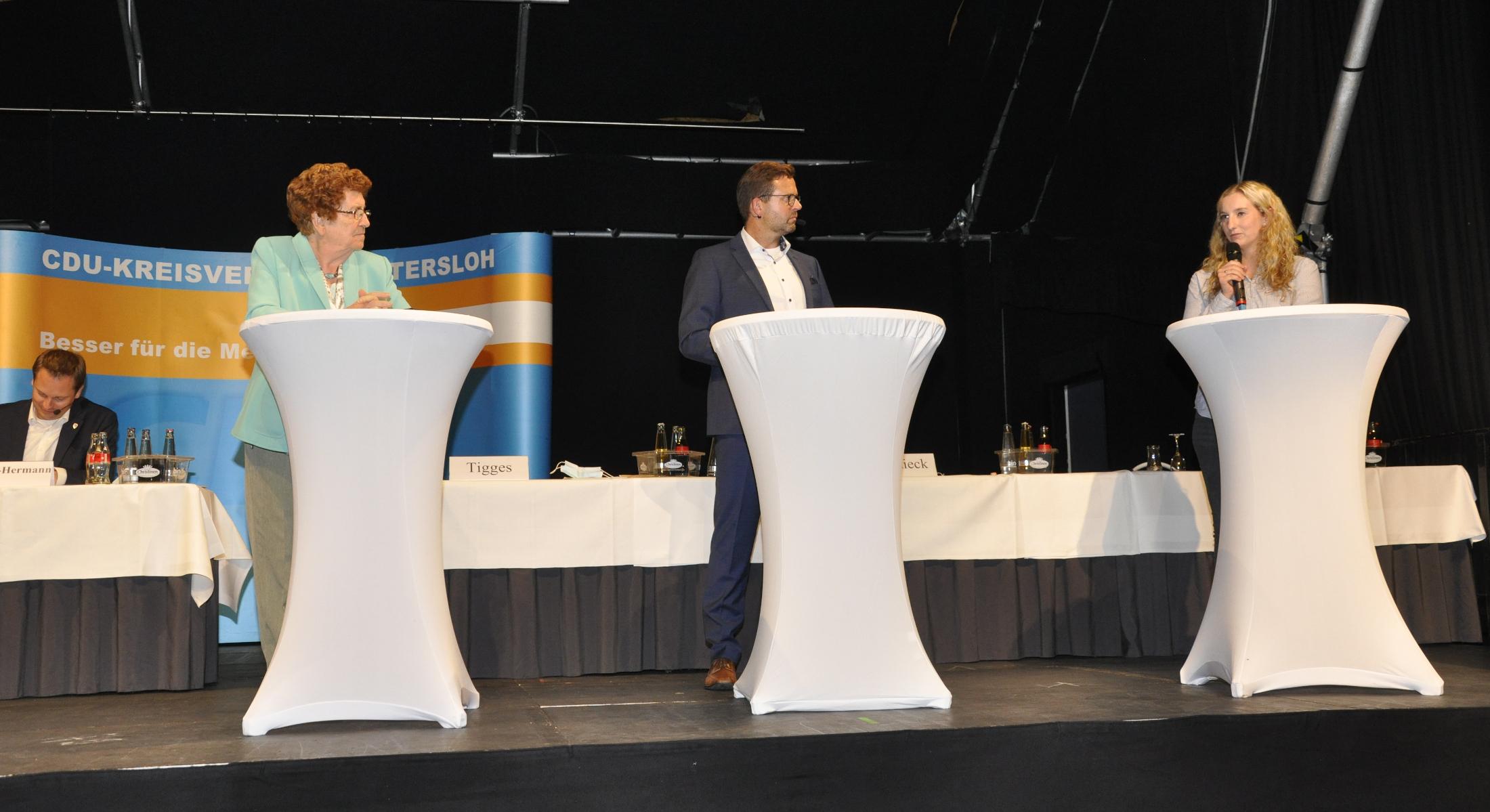 Liesel Fronemann-Keminer, Raphael Tigges und Lisa Elbracht im Gespräch.