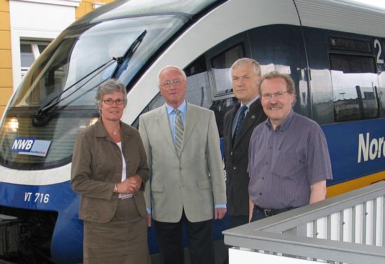 Beim Zwischenstopp in Rheda-Wiedenbrück (v.l.): Angelika Deppe, Helmut Feldmann, Gottfried Pavenstädt und Bernhard Altehülshorst.