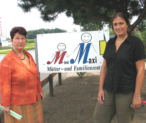 Elisabeth Buschsieweke informierte sich bei miniMAXI-Leiterin Gudrun Greve über den Erfolg von zehn Jahren Arbeit.