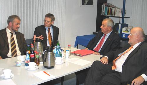 Im Gespräch über Klimaschutz: (v.l.): Heiner Kollmeyer, Dr. Michael Brinkmeier, Prof. Klaus Töpfer und Ludger Kaup.