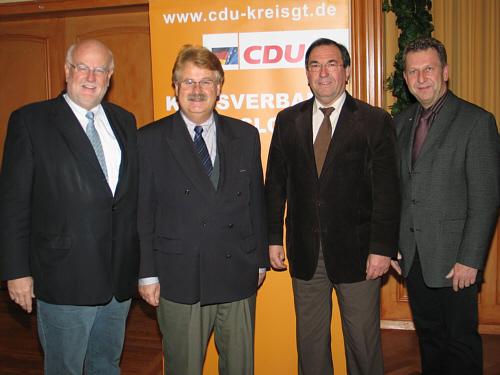 Stellten den neuen Entwurf des Grundsatzprogramms vor (v.l.): Ludger Kaup, Elmar Brok MdEP, Hans Schäfer und Detlev Kroos.