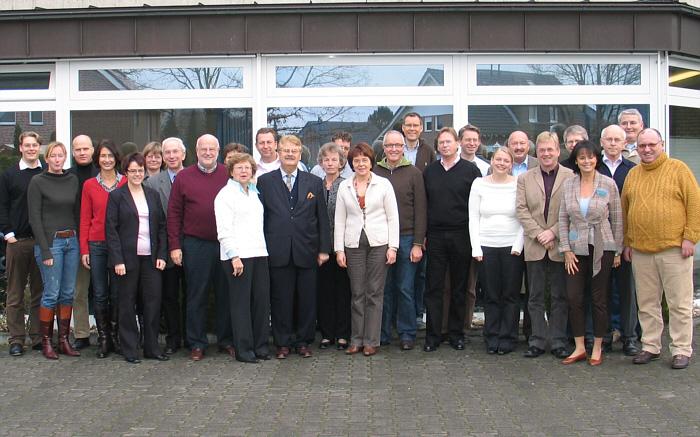 Der CDU-Kreisvorstand mit dem Europaabgeordneten Elmar Brok, Bundestagsmitglied  Hubert Deittert und Landrat Sven-Georg Adenauer.