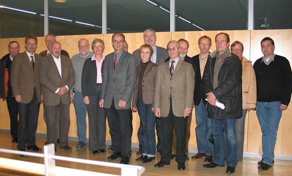 """Der kommunalpolitische Arbeitskreis 5 """"Bauen, Planen und Umwelt"""" der CDU-Kreistagsfraktion mit Fachbereichsleiter Frank Scheffer (2.v.l.) und Abteilungsleiter Josef Rakel (ganz links)."""