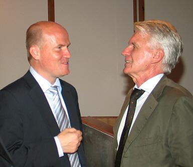 Dr. Josef Schlarmann (r.) und Ralph Brinkhaus sprachen im Gasthof zur Post in Schloß Holte-Stukenbrock über die Lage der mittelständischen Wirtschaft in der Krise.