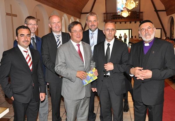Nuri Akbaba, Dr. Michael Brinkmeier, Ralph Brinkhaus, Armin Laschet, Heiner Kollmeyer, Eliyo Cetin und Abraham Gök (v.l.).