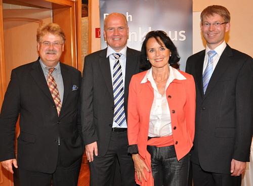 Auf dem Podium beim 45. Parteitag (v.l.): Elmar Brok, Ralph Brinkhaus, Elke Hardieck und Dr. Michael Brinkmeier.