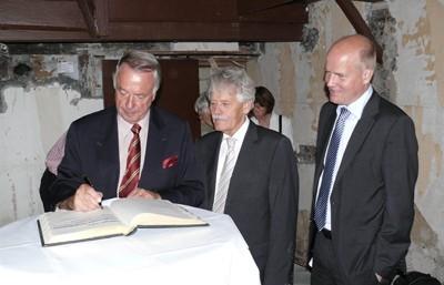 Eintrag des Staatsministers ins Goldene Buch der Stadt Rheda-Wiedenbrück