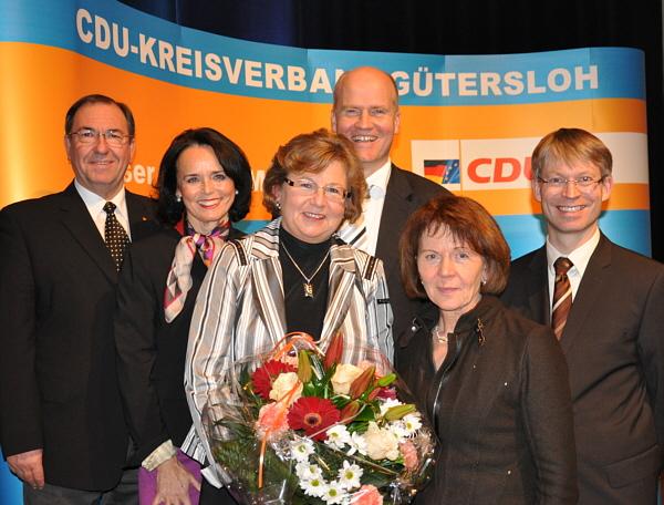 Ursula Doppmeier (Mitte) mit den stellvertretenden CDU-Kreisvorsitzenden Hans Schäfer, Elke Hardieck und Elisabeth Witte sowie CDU-Kreisvorsitzendem Ralph Brinkhaus und Landtagskollege Dr. Michael Brinkmeier (v.l.).