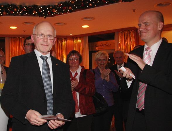 Viele Dankesworte und Beifall für Hubert Deittert (links) zum Abschied aus der aktiven Politik. Rechts: CDU-Kreisvorsitzender Ralph Brinkhaus MdB.
