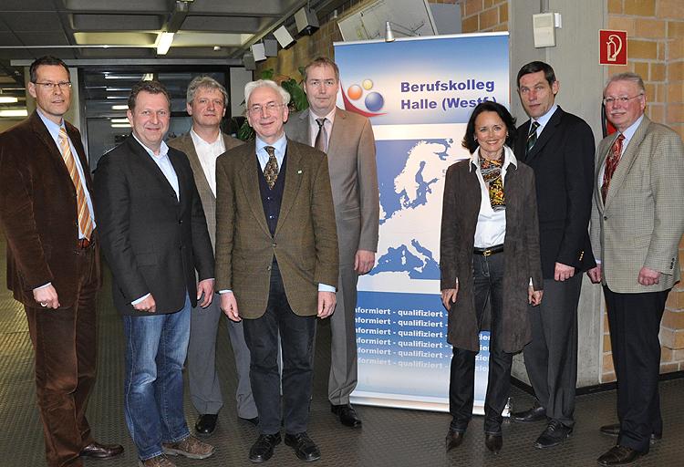 Gemeinsam für die A 33: Sven-Georg Adenauer, Detlev Kroos, Dr. Heinrich-Joseph Sökeland, Arnold Weßling, Dirk Lehmann, Elke Hardieck, Günter Kozlowski, und Dieter Baars (v.l.)