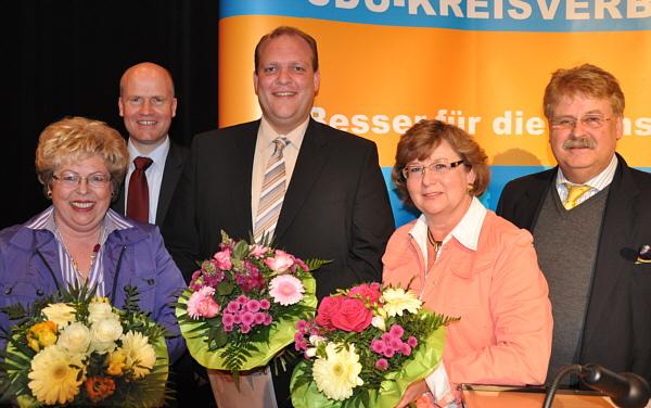 Annegret Jürgenliemke, Kreisvorsitzender Ralph Brinkhaus, Jörg Möllenbrock, Ursula Doppmeier  MdL und der CDU-Bezirksvorsitzende Elmar Brok. (v.l.)