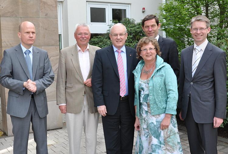 Ralph Brinkhaus MdB, der stellv. Bürgermeister der Stadt Halle Dieter Baars (CDU), Volker Kauder MdB, Ursula Doppmeier MdL, Staatssekretär Günter Kozlowski, Dr. Michael Brinkmeier MdL (v.l.).