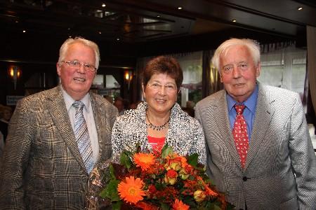 Kreisvorsitzender Hans-Rudolf Benteler, Helga Uhlmann, Landesvorsitzender Leonhard Kuckart, Bild: Die Glocke