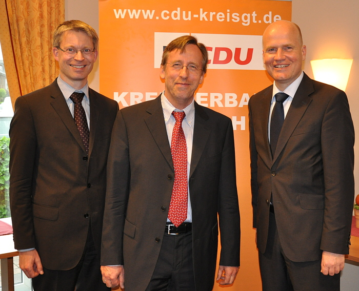 Sprachen über die Erfolgsfaktoren der deutschen Wirtschaft (v.l.): Dr. Michael Brinkmeier MdL, Dr. Reinhard Göhner und Ralph Brinkhaus MdB.
