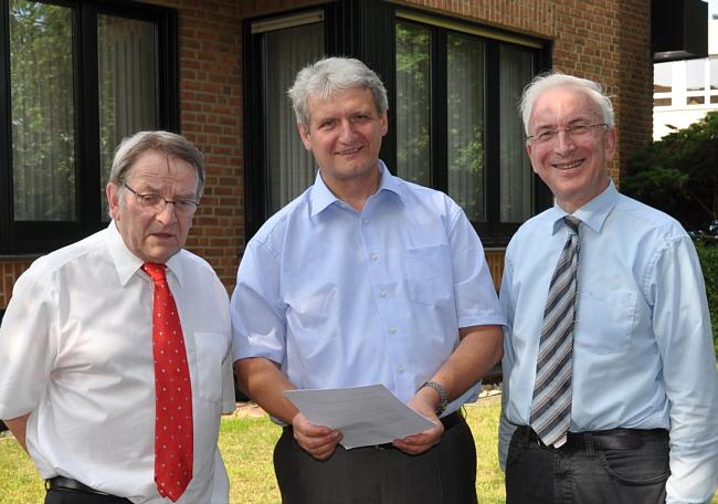 Ergreifen Initiative für die Windkraftnutzung im Kreis Gütersloh (v.l.): Heinz Bünnigmann, Dr. Heinrich Josef Sökeland und Arnold Weßling.