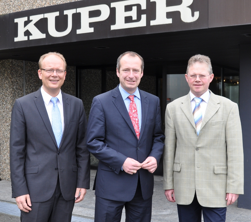 Haben in Rietberg über die Situation von Mittelstand und Politik gesprochen: (v.l.) André Kuper, Oliver Wittke und Heiner Rasche, Prokurist der Heinrich Kuper GmbH & Co. KG.