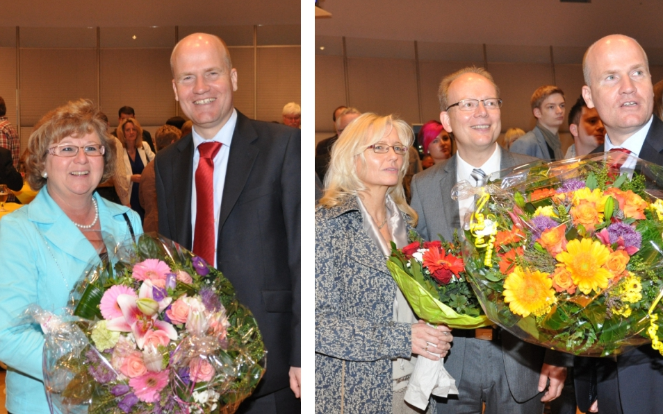 Blumen für die Landtagsmitglieder: Ralph Brinkhaus mit Ursula Doppmeier (l.) und André und Monika Kuper (r.).