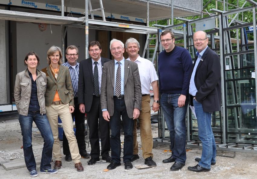 Die Architektinnen Andrea Litzke und Birgit Melisch mit Detlev Kroos, Ingo Kleinebekel, Arnold Weßling, Dr. Heinrich Josef Sökeland, Hendrik Schaefer und Peter Westerbarkei.