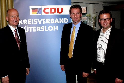 v.l. Ralph Brinkhaus, Prof. Dr. Patrick Sensburg, Raphael Tigges, Vorsitzender des CDU-Stadtverbandes Gütersloh