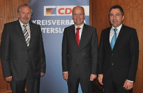 Blickten in die Zukunft der Abfallwirtschat (v.l.): ECOWEST-Geschäftsführer Thomas Grundmann, CDU-Kreisvorsitzender Ralph Brinkhaus und Prof. Dr.-Ing. Klaus Gellenbeck.