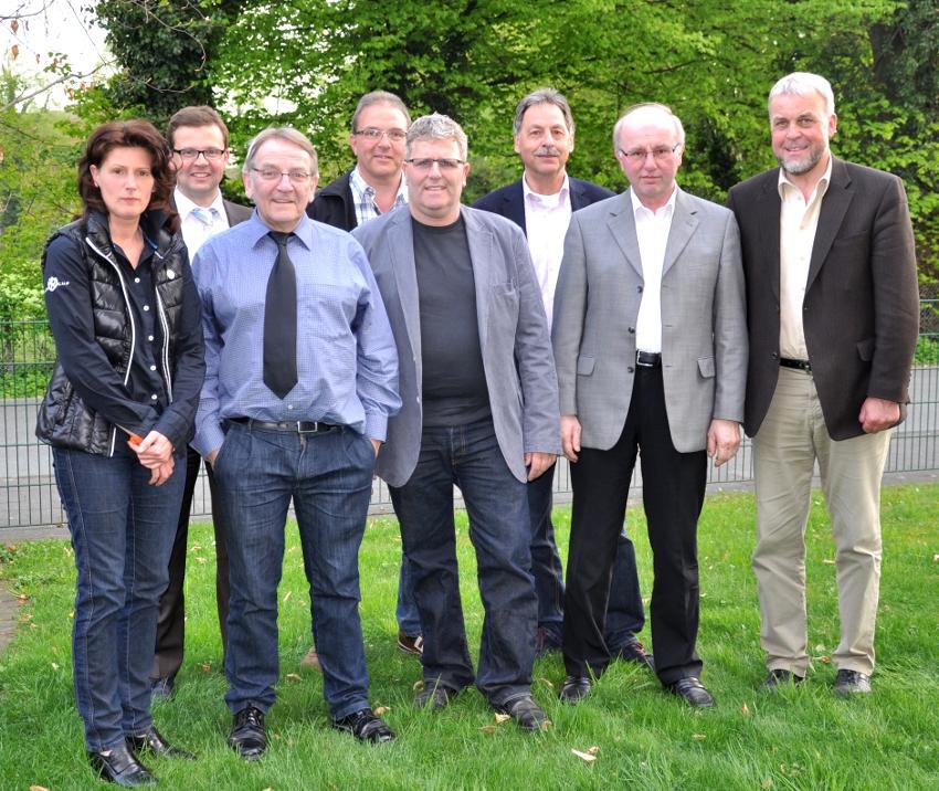 Wollen gemeinsam die Zukunft des Flughafengeländes planen (v.l.): Silva Schröder, Raphael Tigges, Heinz Bünnigmann, Karl-Heinz Diederichs, Dieter Berheide, Jürgen Lohmann, Bernhard Petermann und Heiner Kollmeyer.