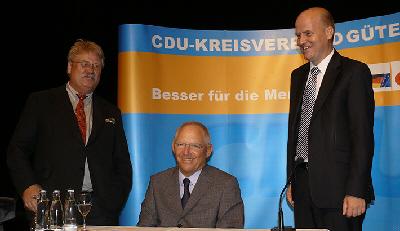 Elmar Brok MdEP, Bundes-Finanzminister Dr. Wolfgang Schäuble MdB und Ralph Brinkhaus MdB