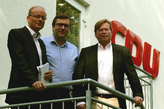 v. l. André Kuper MdL, kommunalpolitischer Sprecher der CDU-Landtagsfraktion, Hendrik Schaefer, CDU-Fraktionsvorsitzender in Halle, Klaus Dirks, stellvertretender CDU-Kreisvorsitzender.