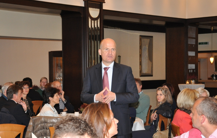 Der Bundestagsabgeordnete Ralph Brinkhaus im Kreis seiner Gäste.