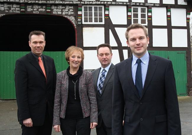 v. l. Jörn Hainer (Stv. Vorsitzender), Marianne Kampwerth (Vorsitzende), Ulrich Wesolowski (Fraktionsvorsitzender), Michael Meyer-Hermann (Bürgermeister-Kandidat)