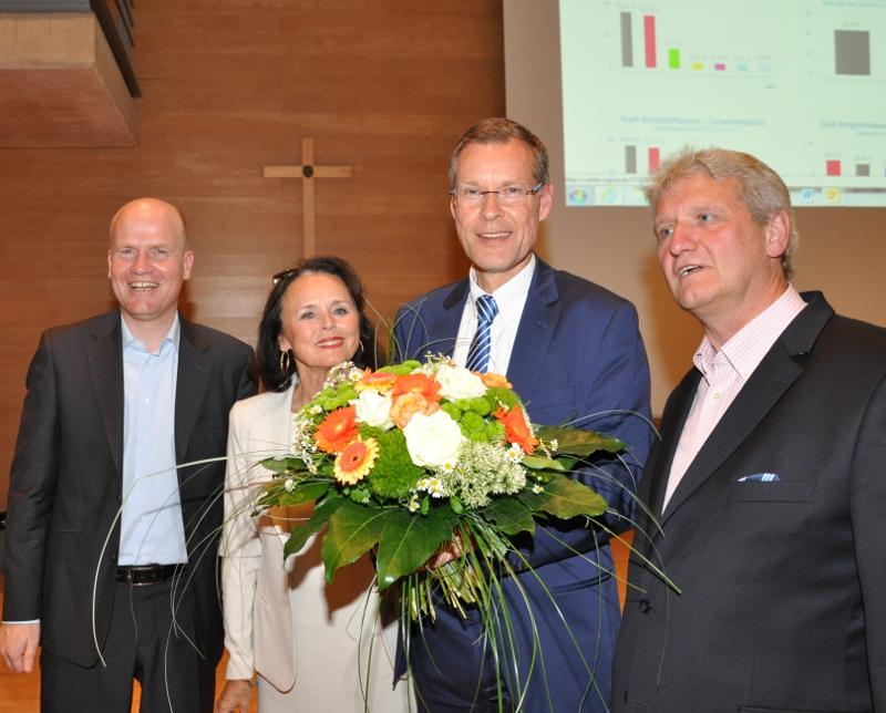 Freuten sich über überwiegend gute Ergebnisse für die CDU im Kreis Gütersloh (v.l.): Ralph Brinkhaus, Elke Hardieck, Sven-Georg Adenauer und Dr. Heinrich Josef Sökeland.