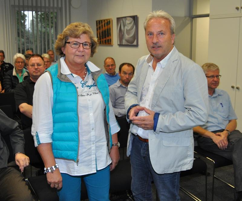 Informierten unterhaltsam und detailreich darüber, wie man sein Zuhause vor Einbrechern schützt: Kriminalhauptkommissar Dirk Struckmeier (r.) und die Landtagsabgeordnete Ursula Doppmeier im Konrad Adenauer Haus der CDU.