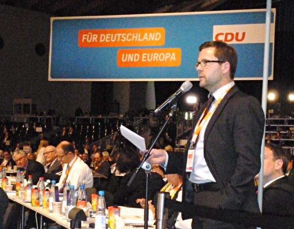 Raphael Tigges spricht zu den Delegierten des CDU-Bundesparteitages