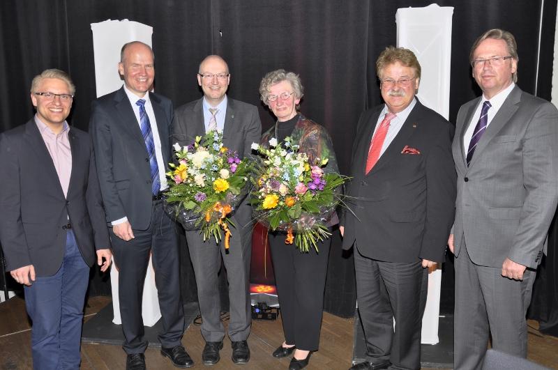 Über 95 neue CDU-Mitglieder freuten sich (v.l.) Robin Rrieksneuwöhner, Ralph Brinkhaus MdB, Michael Esken, Lis Fockenbrock, Europaabgeordneter Elmar Brok und Klaus Dirks.
