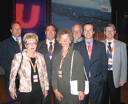 Die Gütersloher Delegation mit dem Minister für Bauen und Verkehr, Oliver Wittke (v.l.):  Karl-Heinz Diederichs, Annegret Jürgenliemke, Hans Schäfer, Lis Fockenbrock, Ludger Kaup, Minister Oliver Wittke und Hubert Kleinemeier.