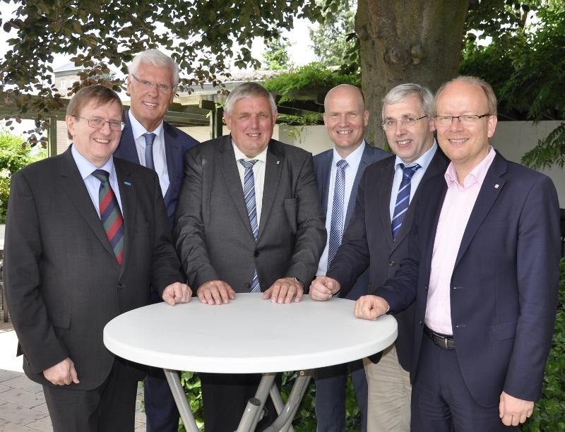 Trafen sich in Herzebrock-Clarholz: Prof. Dr. Roland Döhrn, Dr. Peter Paziorek, Karl-Josef Laumann (Münsterland), Ralph Brinkhaus MdB (OWL), Klaus Kaiser MdL (Südwestfalen) und André Kuper MdL.