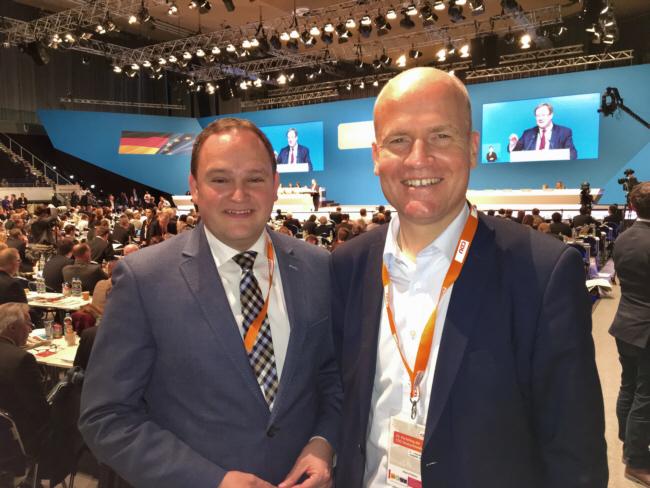 Die heimischen Bundestagsabgeordneten Dr.Tim Ostermann (Herford) und Ralph Brinkhaus (Gütersloh) auf dem Bundesparteitag in Essen.