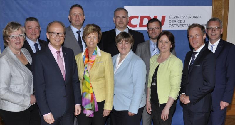 Die CDU-Landtagskandidaten für OWL (v.l.): Heike Görder, Christian Bobka, André Kuper, Matthias Goeken, Kirstin Korte, Ralf Nettelstroth, Birgit Ernst, Raphael Tigges, Bianca Winkelmann, Daniel Sieveke und Klaus Oehler.