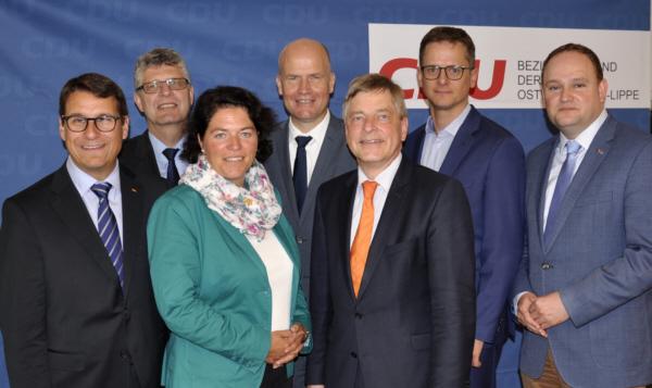 Die sieben Direktkandidaten der CDU aus Ostwestfalen-Lippe: Dr. Oliver Vogt, Christian Haase MdB, Kerstin Vieregge, Ralph Brinkhaus MdB, Michael Weber, Dr. Carsten Linnemann MdB und Dr. Tim Ostermann MdB.
