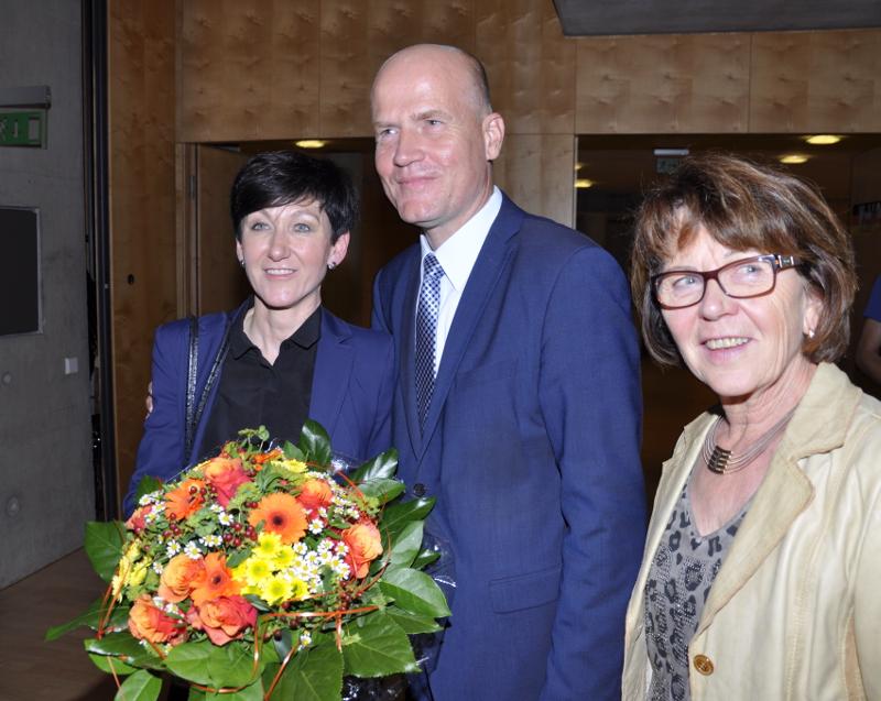 Wahlsieger Ralph Brinkhaus mit Ehefrau Elke (l.) und der stellvertretenden CDU-Kreisvorsitzenden Elisabeth Witte.